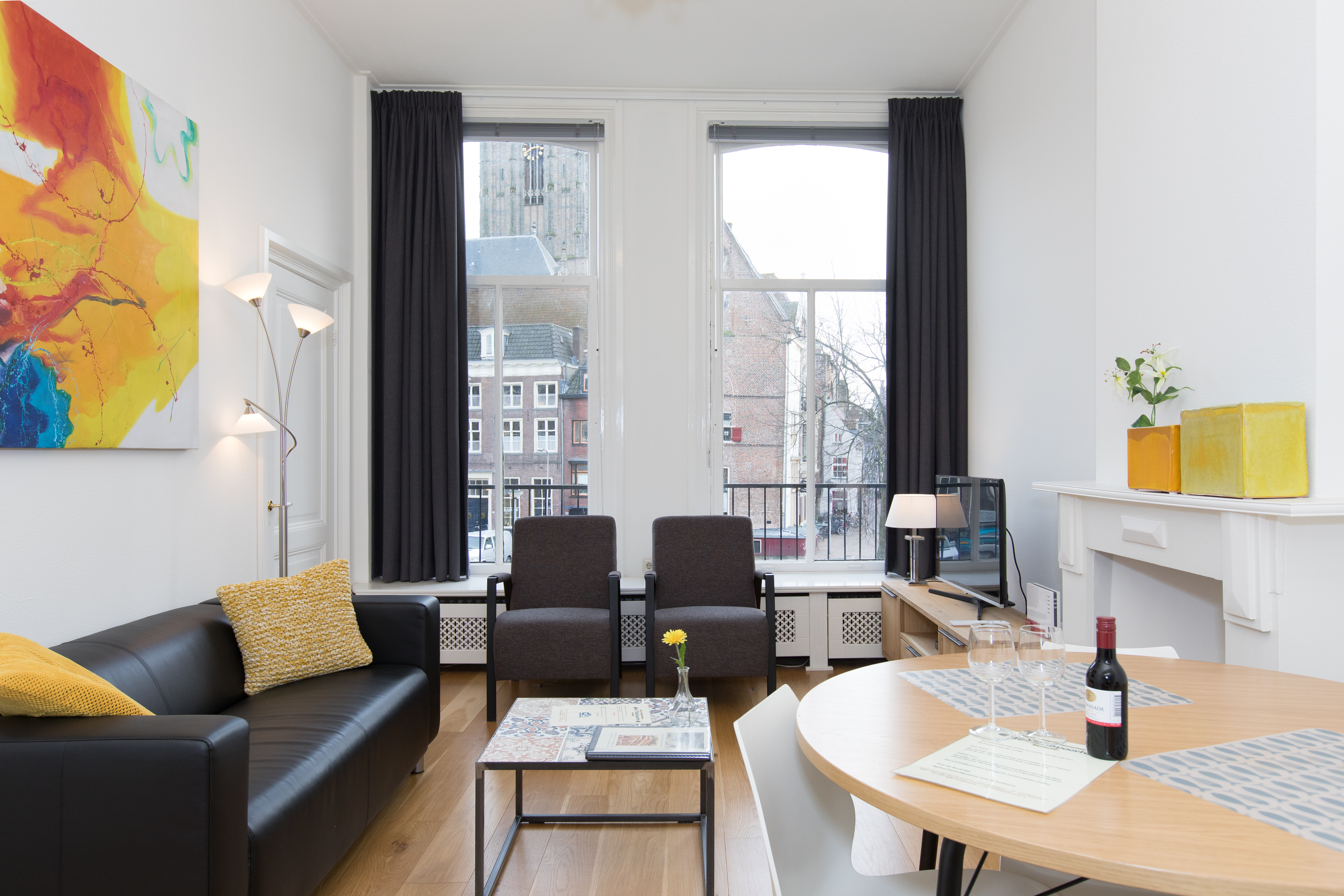 Slaapkamer Hotel Look : Apartment two bedrooms with view on the old church hotel vischpoorte