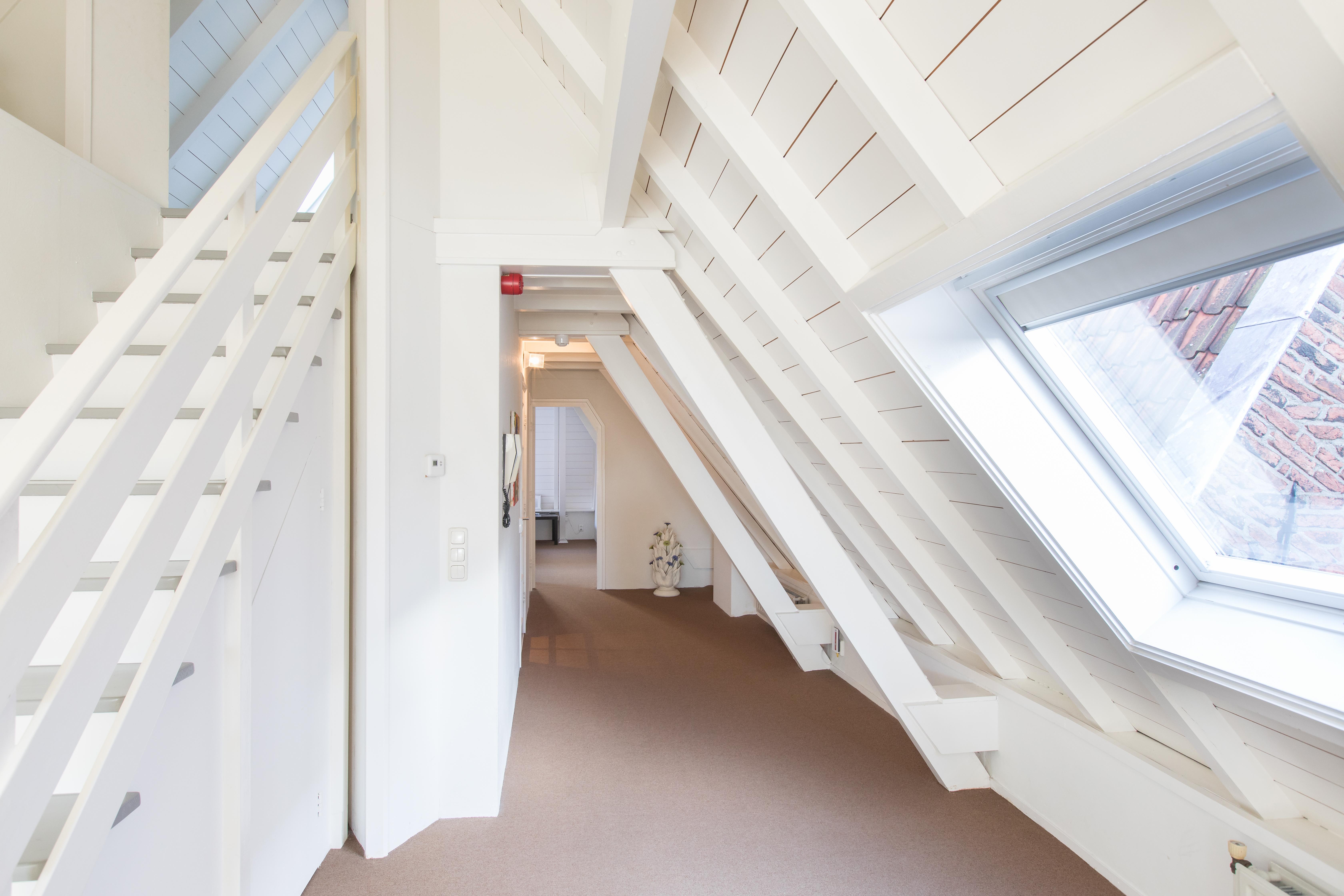 Luxe IJssel Penthouse, trap naar 2e slaapkamer